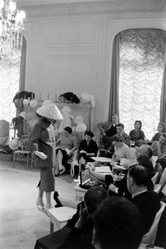 Christian Dior Haute Couture Afternoon Ensemble at the Grand Salon at 30 Avenue Montaigne photographed for Life magazine by Loomis Dean 1957 Christian Dior Couture, Christian Dior Vintage, Dior Haute Couture, Vintage Couture, Vintage Fashion, Vintage Dior, Atelier Dior, Fashion Through The Decades, Gianfranco Ferre
