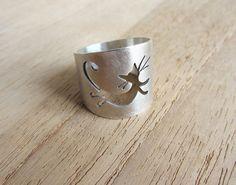 Idée et inspiration bague:   Image   Description   Cat ring, silver cat ring, hand pierced handmade jewelry,  cat lovers, katzenring, chat bague, neko, gato, meow, gat, animal shape ring.