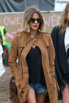 "Caroline Flack boasts her ombre bob at Glastonbury Achieve this look yourself with our new flexible styling hair spray ""Control"". Caroline Flack Style, Caroline Flack Hair Bob, Bobs For Round Faces, Street Chic, Street Style, Ombre Bob, Streetwear, Zara, Glamour"