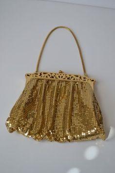 97f11d2462df Super Cool Vintage Whiting   Davis Gold Mesh Evening Purse Vintage Items