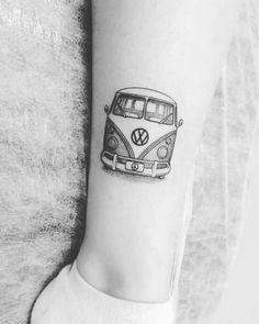 hippie tattoo 358599189076943842 - Coisa linda Source by ptiboodmoi Mini Tattoos, Car Tattoos, Trendy Tattoos, Body Art Tattoos, Small Tattoos, Tatoos, Vw Tattoo, Surf Tattoo, Campervan Tattoo