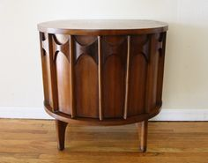 Furniture: Cool Kent Coffey Perspecta Demilune Entry Table - Demilune Table Design Ideas for Home Interior Decor Mid Century House, Mid Century Style, Mid Century Design, Mcm Furniture, Classic Furniture, Furniture Movers, Steel Furniture, Woodworking Furniture, Vintage Furniture
