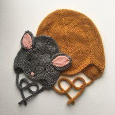 """""""Den bedste djævlehue"""" bliver til """"Baby Mouse hue"""" Baby Hats Knitting, Knitting For Kids, Baby Knitting Patterns, Knitting Projects, Knitted Hats, Crochet Patterns, Knit Baby Dress, Baby Mouse, Kids Hats"""
