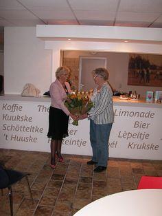 Zaterdag 14 september 2013 is mevrouw T.H.A. Welman gedecoreerd. Zij is door Zijne Majesteit de Koning benoemd tot Lid in de Orde van Oranje Nassau vanwege haar bijzondere inzet en betrokkenheid voor en bij het Liemers Museum en de RK geloofsgemeenschap in #Zevenaar. Mevrouw Welman (78) is al 15 jaar 'het gezicht' van het Liemers Museum en de stuwende kracht achter het parochieblad van de RK geloofsgemeenschap in Zevenaar. De versierselen zijn uitgereikt door locoburgemeester Van Norel.