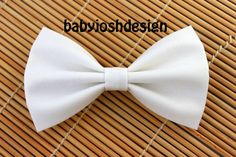 Cute white bow perfect for darker or lighter hair colours. Goes great with buns or braids. Bows bros (how to bun hair signs) White Hair Bows, Girl Hair Bows, Bun Hairstyles, Pretty Hairstyles, Cheer Hairstyles, Lighter Hair, Fabric Hair Bows, Hair Colours, Diy Hair Accessories