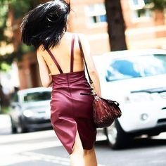 The idea of wearing leather on a hot summer's day sounds about as delightful as sporting an open-back dress in the dead of winter. #emmetrend #fashionista #fashionblogger #streetchic #streetlook #streetwear #blogger #moda #leather