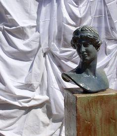 Divinità greca #enamelled_greek_deity #deity_chest #terracotta_impruneta