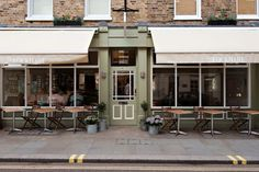Lockhart in Marylebone. Fried green tomatoes, shrimp and grits, gumbo and crawfish jambalaya Best Bars London, Pork Hash, Brunch Places, Brunch Spots, Fried Chicken And Waffles, Cool Restaurant, London Places, Things To Do In London, Cool Bars