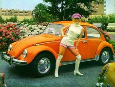 Hotpants girls of years • Galleria immagini retro shorts anni 1970 Vw Bus, Vw Camper, 70s Fashion, Vintage Fashion, Carros Vw, 1970 Style, Kdf Wagen, June Bug, My Childhood Memories
