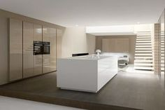 Una de las tantas decisiones que debemos tomar al escoger la nueva cocina, es el acabado de puertas y frentesde los muebles y el materia...