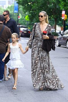 Celebrities con faldas y vestidos de estilo zíngara: la modelo Heidi Klum