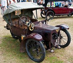 1912 Morgan runabout deluxe - Not bad! Tidy little Morgan Vintage Cars, Antique Cars, Morgan Cars, Old Gas Pumps, Custom Trikes, Filling Station, Car Wheels, Old Trucks, Car Car