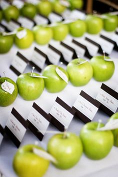 You take your name card and your apple. Cool idea!  ( green apples, tabletop, fruit decoration)