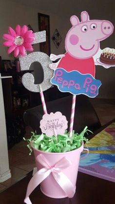 Peppa Pig party inspiration Toss a new birthday party which is simple, sophisticated, and excellent! Third Birthday, 4th Birthday Parties, Birthday Party Decorations, Cake Birthday, Birthday Celebration, Fiestas Peppa Pig, Peppa E George, George Pig, First Birthdays