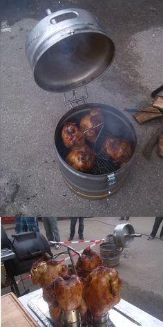 Beercan chicken uit een bierfust! Bereid binnen een uur 6 kippen, mals van binnen en krokant van buiten. Het prototype werkt boven verwachting en in het najaar gaan hem verkopen via onze webshop. http://www.jamieoliver.com/recipes/chicken-recipes/sweet-spicy-beer-can-chicken