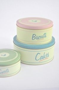 Love these vintage-inspired baking tins