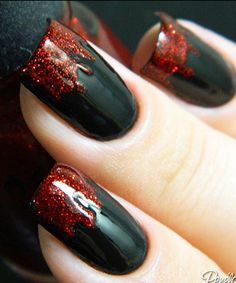 19 Amazing DIY Halloween Nail Art Ideas – The Best Nail Designs – Nail Polish Colors & Trends Halloween Nail Designs, Halloween Nail Art, Halloween Halloween, Halloween Makeup Vampire, Toe Nail Designs For Fall, Bricolage Halloween, Vampire Costumes, Trendy Halloween, Cute Nails