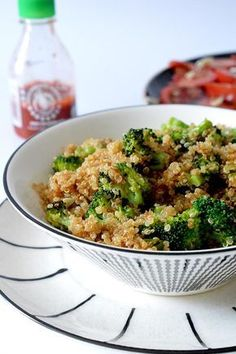 ^^ This sauteed quinoa and broccoli is perfect, - Dieta Vegetariana Vegetarian Veggie Recipes, Lunch Recipes, Vegetarian Recipes, Healthy Recipes, Clean Eating, Healthy Eating, Superfood, Healthy Snacks To Make, Super Rapido