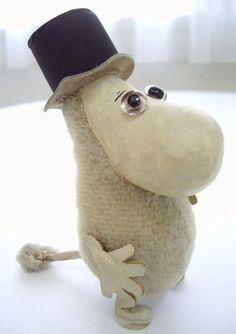 He is the FAUNI moomin papa of the museum vintage doll of a phantom.