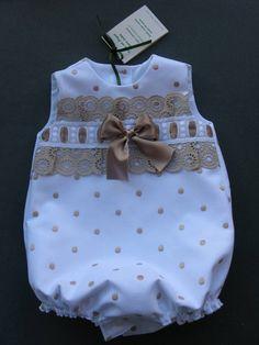 Confección artesanal de prendas para bebes desde recién nacido hasta 36 meses: vestidos, conjuntos, faldones, capotas, cubrepañales, etc. Cute Little Baby, Baby Girl Fashion, Toddler Outfits, Kids Outfits, Beautiful Babies, Layette, Little Girl Dresses, Girls Dresses, Diy Bebe