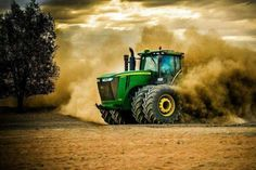 Crazy Power John Deere - New Holland - Massey Ferguson Old John Deere Tractors, Big Tractors, Vintage Tractors, Modern Agriculture, Agriculture Tractor, Agriculture Machine, Country Farm, Country Life, New Holland