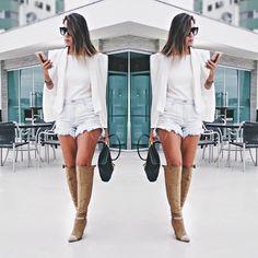Look com blazer capa , shorts jeans e botas over the knee