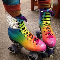 top 5 tips for pushing in and out in roller skating Roller Derby, Roller Skating, Roller Disco, Rollers, Roller Skate Shoes, Skater Girls, Rainbow Dash, Neon Rainbow, Mode Vintage