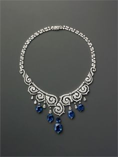 A splendid creation by Cartier in which the diamond necklace is enriched with sapphire drops that slide down the neckline and complement the long earrings.