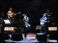 """""""Donna"""" è un brano scritto da Enzo Gragnaniello per Mia Martini e pubblicato nel 1989 nell'album """"Martini Mia"""". Questo album, che comprende anche """"Almeno tu nell'universo"""" , arriva dopo diversi anni di inattività della cantante calabrese e proprio per..."""