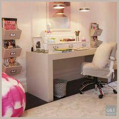 Escrivaninha clean feminina