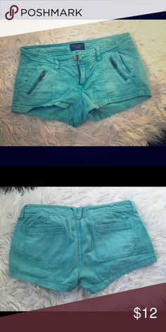 American Eagle Teal Shorts Size 2 AE shorts in teal with zipper front pockets. American Eagle Outfitters Shorts