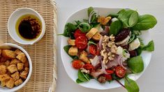 Salat med spekeskinke og brie - Plusstid Aioli, Sashimi, Brie, Vinaigrette, Cobb Salad, Cookies, Dinners, Food, Noodle Soup