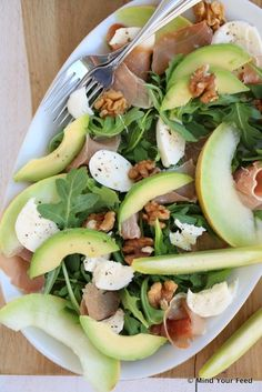 Salade met meloen, rauwe ham en mozzarella - Mind Your Feed - Can Chicken Recipes, Crockpot Recipes, Low Carb Brasil, Clean Eating, Superfood Salad, Healthy Recepies, Frozen Meals, Fresco, Food Inspiration