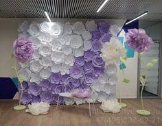 Фотозона из бумажных цветов для оформления офиса