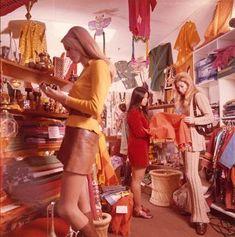 Fashion retro vintage Ideas for 2019 Samurai Girl, Afro Samurai, Vintage Mode, Vintage Vibes, Vintage Shops, Five Jeans, Mundo Hippie, 1970 Style, Retro Style