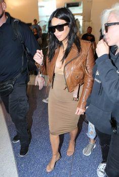 Kim Kardashian Photos - Pregnant Kim Kardashian Catches a Flight at LAX - Zimbio