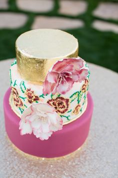 Wedding Cakes : Picture Description Featured Photography: Jenn Wagner Studio via The Perfect Palette, Featured Wedding Cake: Gigi's Cupcakes Unique Wedding Cakes, Wedding Cake Designs, Unique Weddings, Pretty Cakes, Beautiful Cakes, Amazing Cakes, Naked Cakes, Mod Wedding, Wedding 2015