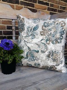 Obliečka na vankúš Nature Romance II / shabby. Shabby, Romance, Throw Pillows, Ornaments, Nature, Romance Film, Romances, Toss Pillows, Naturaleza