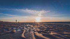 On continue avec les photos hors série prises au Touquet à deux pas de #lille #lillemaville #igerslille #igersfrance #silhouette #beach #sand #sunset #dawn #sun #bythesea #landscape #landscapephotography #wideangle #piclille #haut#hautsdefrance_inlive #hautsdefrancetourisme #nikonfr #d750 #sky #people