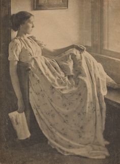 "lacedheartt: "" The Window Seat "" Clarence H. White, The Window Seat, 1899 Antique Photos, Vintage Pictures, Vintage Photographs, Old Pictures, Vintage Images, Old Photos, Vintage Love, Vintage Beauty, Vintage Ladies"