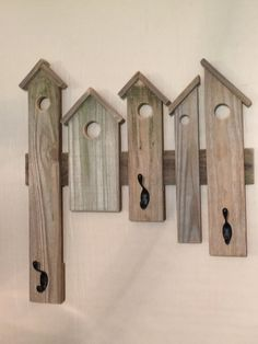 Birdhouse Coat Rack by AaronsBirdhouses on Etsy - Wood-art Arte Pallet, Wood Pallet Art, Wooden Pallet Projects, Pallet Crafts, Wooden Pallets, Barn Wood, Wood Art, Wood Wood, Rustic Wood Crafts