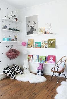Kuschelecke Nursery - create a personal corner for the child - Baby - Kinderzimmer Ideen Montessori Baby, Kids Corner, Cosy Corner, Corner Space, Cozy Nook, Reading Nook Kids, Nursery Reading, Reading Time, Ideas Habitaciones
