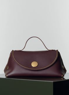 ORB HANDBAG IN SMOOTH CALFSKIN  39 X 21 X 22 CM (15 X 8 X 9 IN) CALFSKIN AND SUEDE LINING 175953WJA.28BD  1.600 EUR