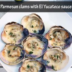 Recipe of parmesan clams with El Yucateco sauce, a delicious alternative for the grill. Dole Pineapple Juice, Canned Pineapple, Coconut Flan, Chilean Recipes, Delicious Desserts, Yummy Food, Pan Bread, Brunch, Cinnamon Rolls