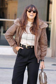 Bomber. Nuevo post femenino con chaqueta última tendencia