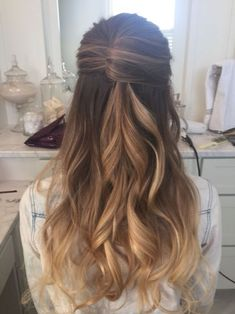 Wedding Hairstyles For Long Hair Half up wedding hairstyles for long hair 6 - Like me, you may have fallen in love with the look of long flowy trusses, wispy wedding hairstyles for long hair, side swept or a sweetly braided hairdo. Latest Braided Hairstyles, Wedding Hairstyles For Long Hair, Braids For Long Hair, Long Hair Cuts, Bridesmaid Hairstyles, Messy Braids, Gorgeous Hairstyles, Bridal Hairstyles, Half Up Wedding Hair