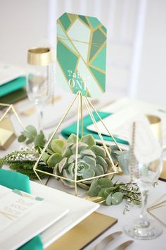 Geometric Vogue Wedding Inspiration | SouthBound Bride | southboundbride.c... | Credit: Hello Love Photography
