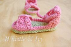 Whistle and Ivy: Bitty Bow Baby Sandals Pattern free pattern