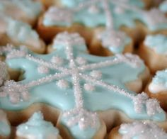Snowflake cookies  @Cathy Ma Thompson thought of you!