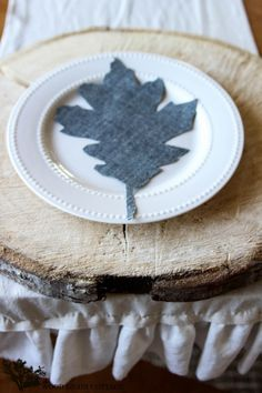How To Make Denim Leaves by The Wood Grain Cottage (i love the wood for under the plate! French Country Farmhouse, French Country Decorating, Cool Diy Projects, Craft Projects, Craft Ideas, French Style Chairs, Autumn Home, Autumn Fall, Fall Diy